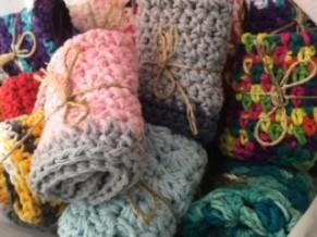 lt18_knitting_phyllis
